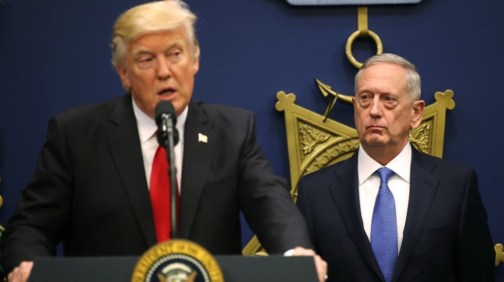 Jim Mattis desmiente que Donald Trump vaya a destituirlo - Donald Trump y Jim Mattis. Foto de Reuters