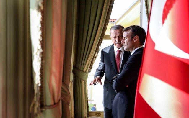Macron toma vacaciones en medio de crisis - Foto de Twitter @Elysee