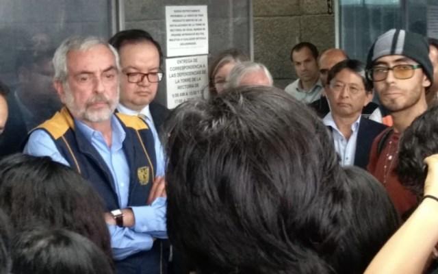 Rector Graue recibe pliego petitorio de estudiantes en plantón - Foto de @LaHoguera_MX