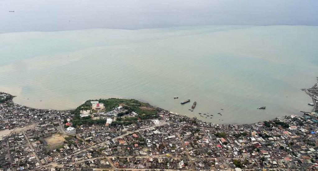 Haití usó dinero destinado a damnificados por sismo en proyectos cuestionables - Port-de-Paix y el mar, en Haití. Foto de AFP / Getty Images