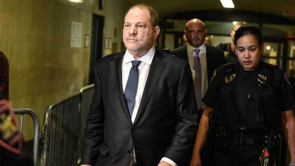Anulan uno de los seis cargos contra Harvey Weinstein - Foto de AFP