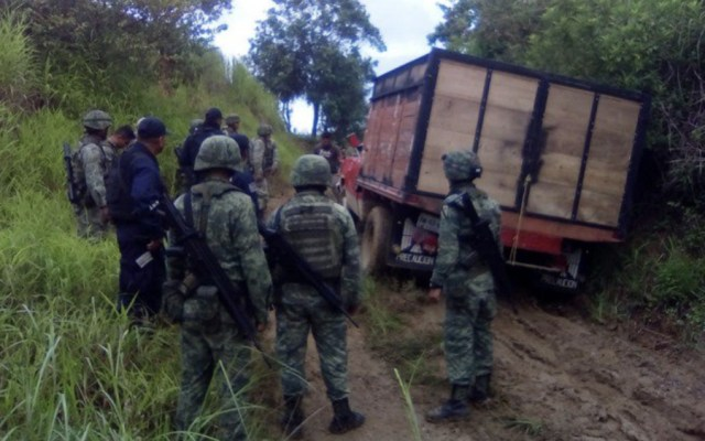 Aseguran en Oaxaca más de 16 mil litros de combustible robado - Foto de @SSPGobOax