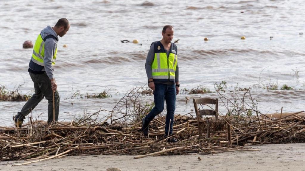 Servicios de emergencia laborando en Mallorca por inundaciones. Foto de EFE