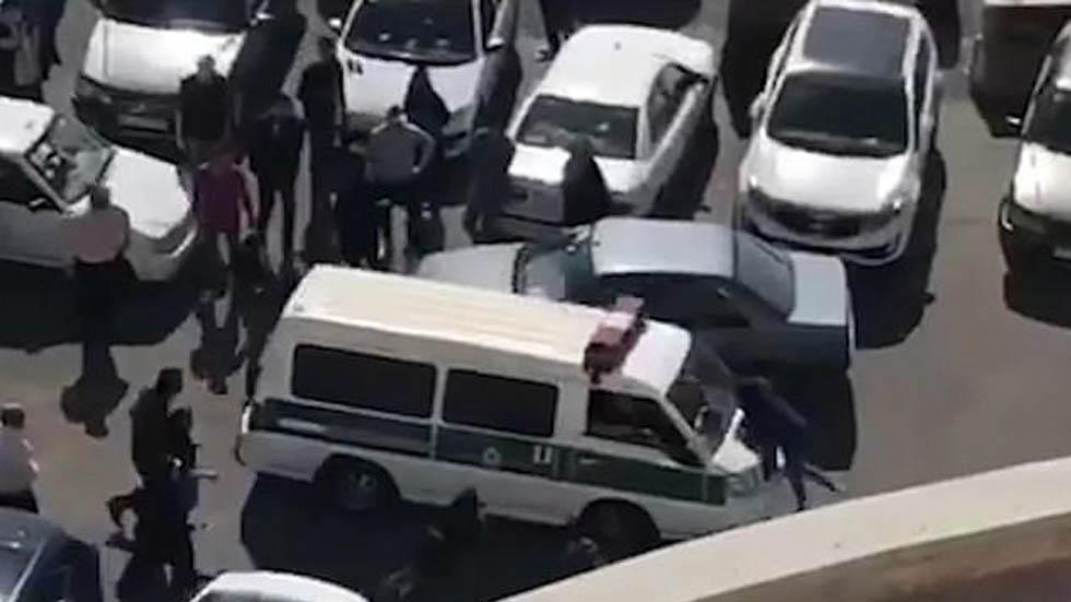 #Video Policía agrede a mujer que protesta contra uso obligatorio de hiyab - Captura de pantalla
