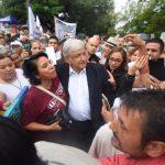 T-MEC gana encuesta para nombrar al USMCA - Andrés Manuel López Obrador al terminar un evento en Colima como parte de la gira de agradecimiento. Foto de lopezobrador.org.mx