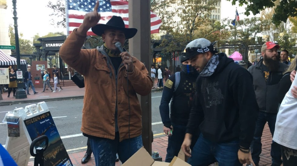 #Video Manifestación de derecha en Oregon termina en riña - Oregon