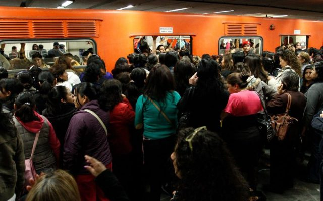 Los horarios del transporte en la Ciudad de México por Navidad - El servicio en la Línea 3 del Metro tuvo que ser suspendido temporalmente. Foto de Reporte Indigo