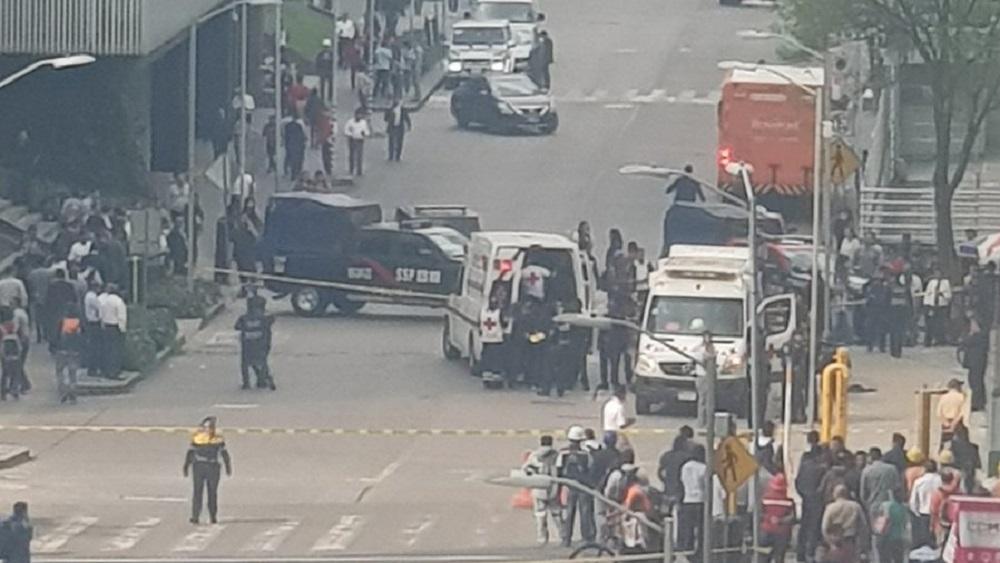 Ambulancias de la Cruz Roja trasladaron a los heridos a un hospital. Foto de @Jacobo031
