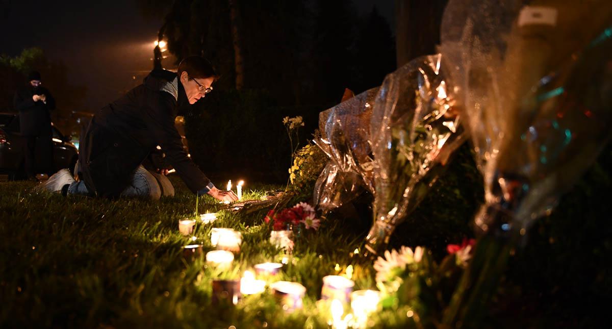 Ofrenda a las 11 víctimas de Pittsburgh. Foto de AFP / Brendan Smialowski