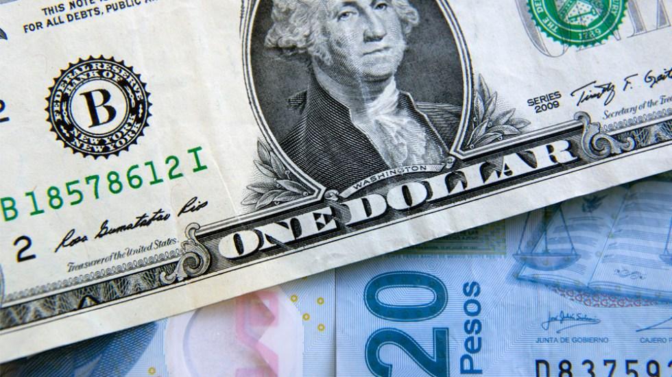 Peso pierde ante iniciativa de ley que inhibe a bancos cobrar comisiones - dólar hoy