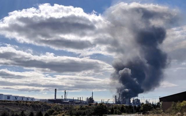 #Video Explosión provoca incendio en la refinería más grande de Canadá - Incendio en refinería Saint John. Foto de @LauraLyallCTV