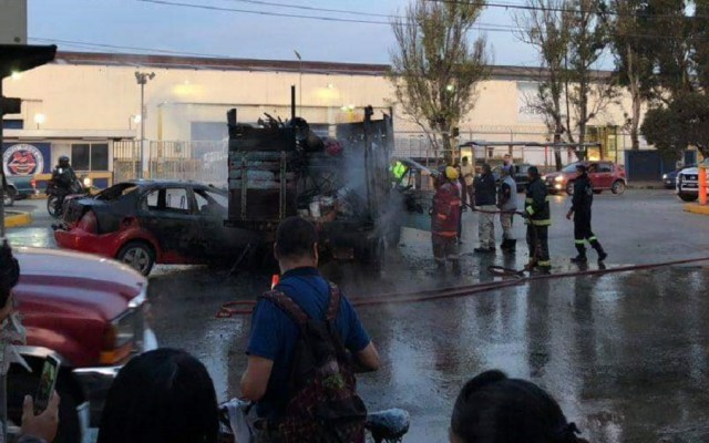 #Video Se incendian dos vehículos tras choque en Tultitlán - Accidente sobre la Vía López Portillo. Foto Especial