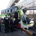 Mexibús choca contra puente peatonal en Ecatepec - Choque del Mexibús L1 sobre la Avenida Central. Foto de Gobierno de Ecatepec de Morelos