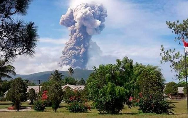 #Video Entra en erupción volcán Soputan en Indonesia - Foto de Indonesia's National Disaster Agency / AFP