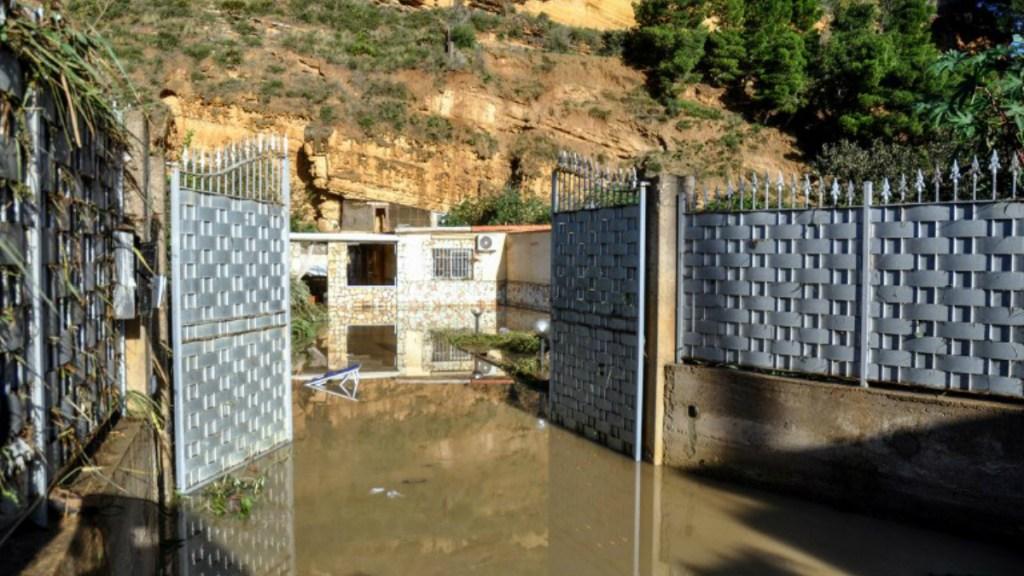 Mueren 12 personas por inundaciones en Sicilia, Italia - Al menos 12 muertos por inundaciones en italia