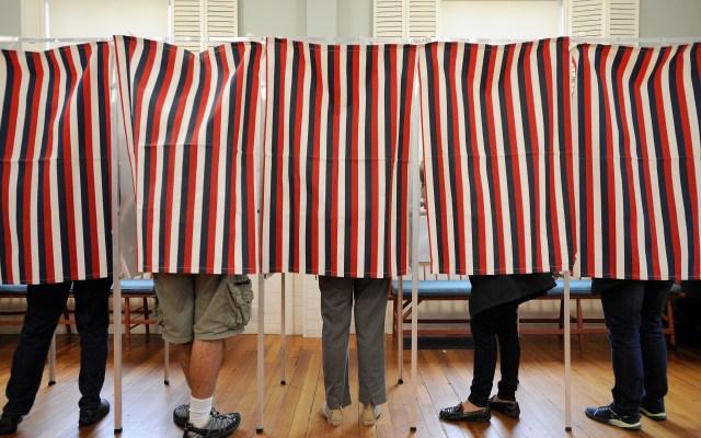 Votantes acuden a las urnas en todo el territorio estadounidense para las elecciones de medio mandato - Foto de AFP