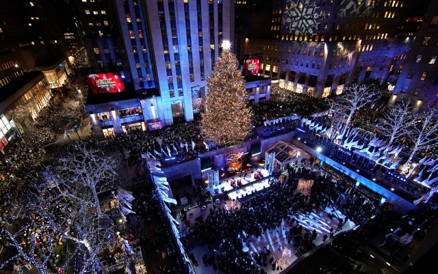 #Video Encienden el árbol navideño del Rockefeller Center de Nueva York - Foto de AFP