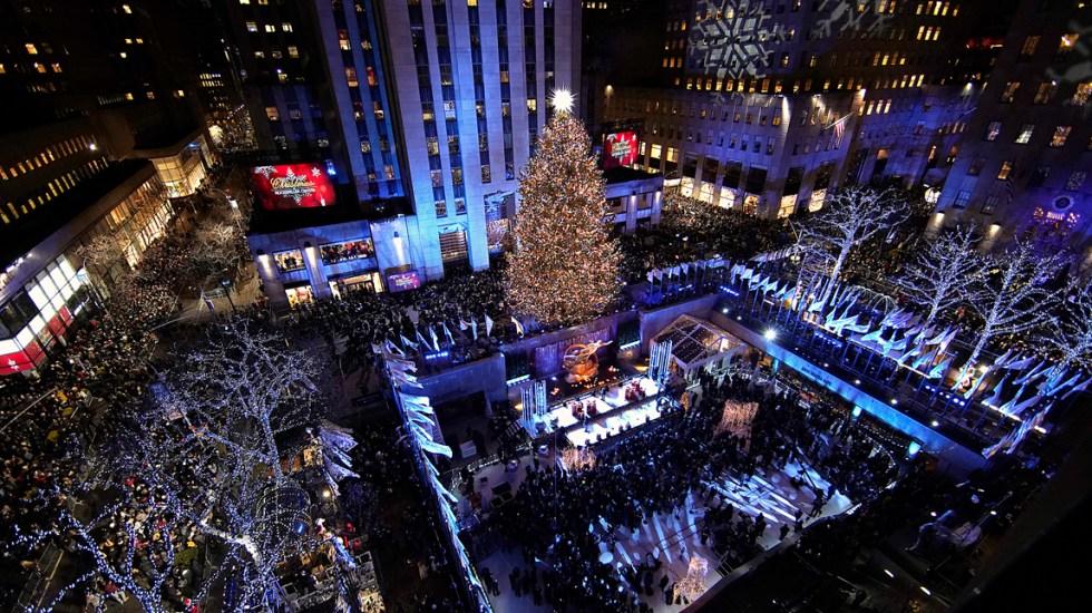 #Video Encienden el árbol navideño del Rockefeller Center de Nueva York - Foto de AFP