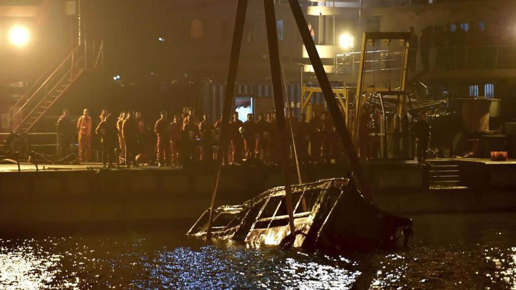 Rescate del autobús tras accidente en el río Yangtze. Foto de Internet
