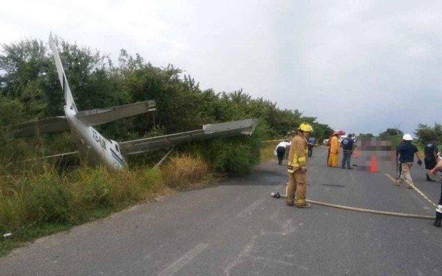 Avión pequeño cae sobre motocicleta y deja dos muertos en Altamira, Tamaulipas - Foto de @red_tifosi