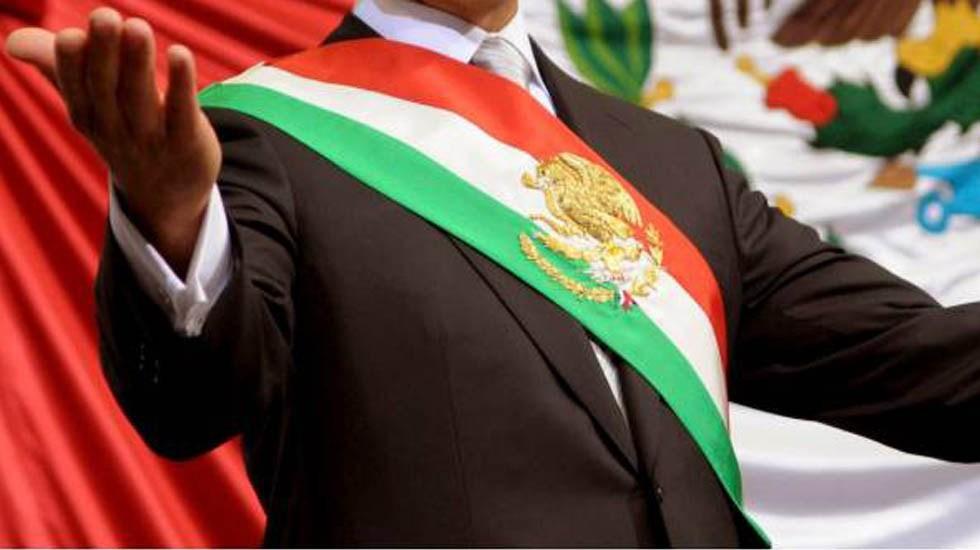 Que tomen en cuenta el sentimiento del pueblo, pide AMLO a ministros sobre consulta a expresidentes - Banda presidencial de México. Foto de Internet