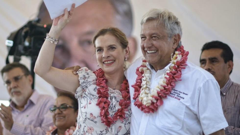 "Beatriz Gutiérrez Müller escribe columna para ""Desde la Fe"" - López Obrador"