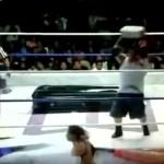 #Video Luchador golpea a rival en la cabeza con tabique