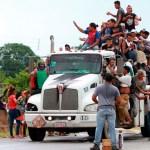 Más de 350 mil migrantes atraviesan México de manera irregular: INM - Caravana migrante de centroamericanos a su paso por Sayula. Foto de Notimex
