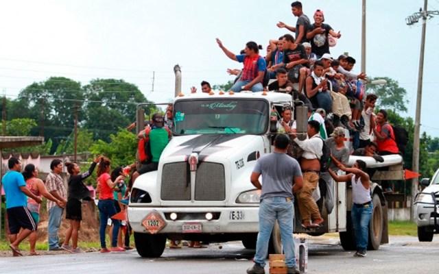 Guatemala y Honduras piden investigar caravana migrante - Caravana migrante de centroamericanos a su paso por Sayula. Foto de Notimex