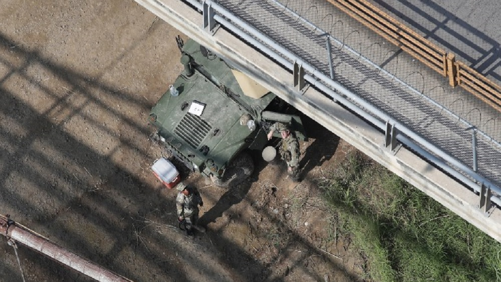 EE.UU. hace simulacro en frontera ante llegada de caravana migrante - Foto de JOHN MOORE / AFP