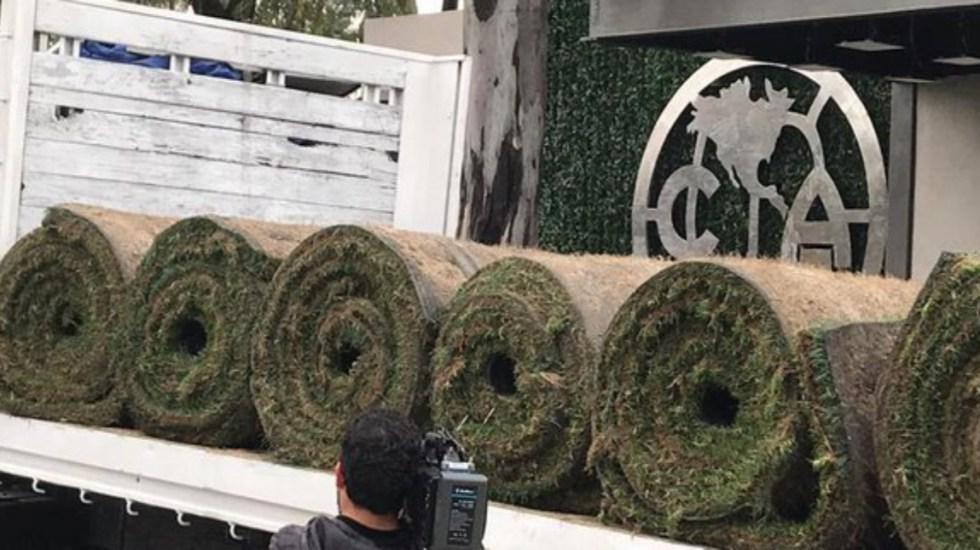 Trasladan césped híbrido al Estadio Azteca - trasladan rollos de césped al estadio azteca