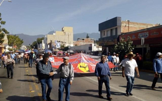 CNTE marcha en Oaxaca contra Ulises Ruiz y Elba Esther Gordillo - Foto de @nssoaxaca