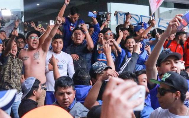 #Video Recibimiento al Cruz Azul tras ganar la Copa MX - Recibimiento al Cruz Azul tras ganar la Copa