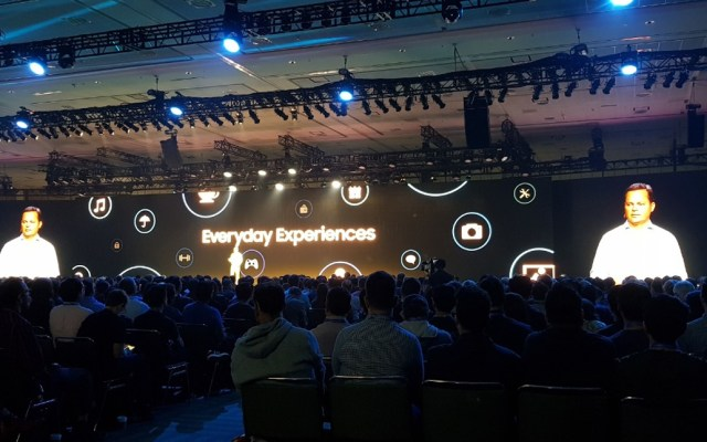 Revela Samsung su pantalla flexible - Foto de Carlos Tomasini