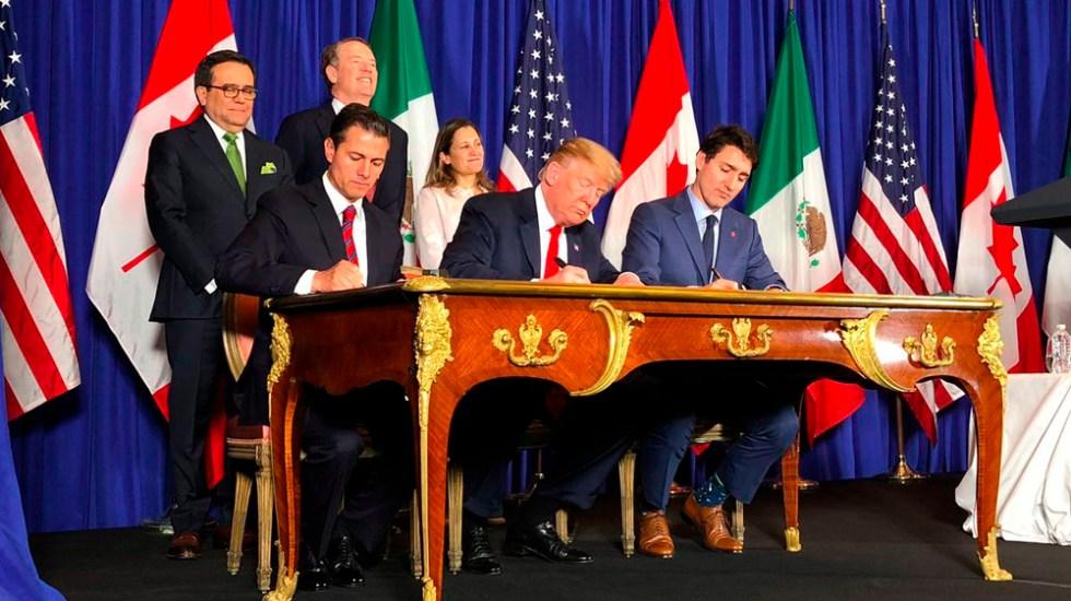 México, EE.UU. y Canadá firman el T-MEC - Los presidentes de México y EE.UU:, junto al primer ministro de Canadá, firmaron el T-MEC. Foto de @Fco__Guzman
