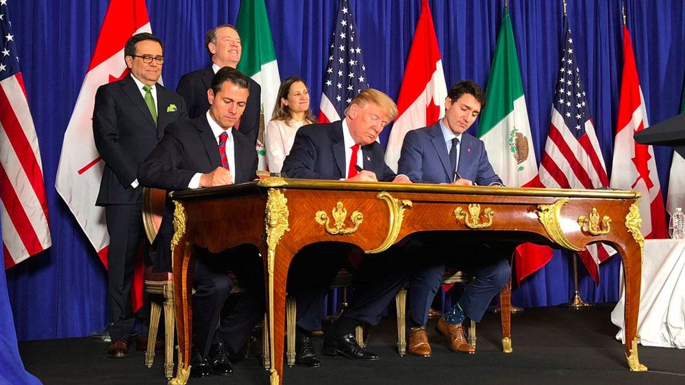 Los presidentes de México y EE.UU:, junto al primer ministro de Canadá, firmaron el T-MEC. Foto de @Fco__Guzman