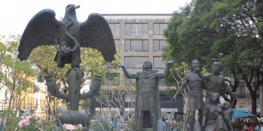 Crónica de la fundación de Mexihco-Tenochtitlán - Conjunto escultorico de la fundación de Tenochtitlán por Carlos Marquina.