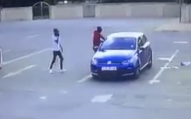 #Video Asesinan a hombre en Sudáfrica a plena luz del día - Foto de captura de pantalla