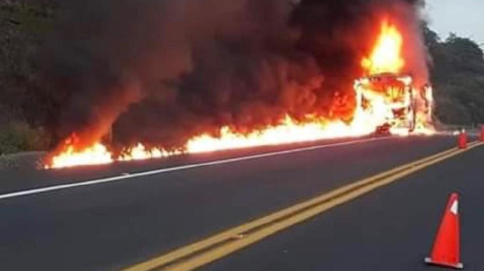 Ilesos estudiantes de la UNAM tras incendio de autobús en Veracruz - Foto de internet