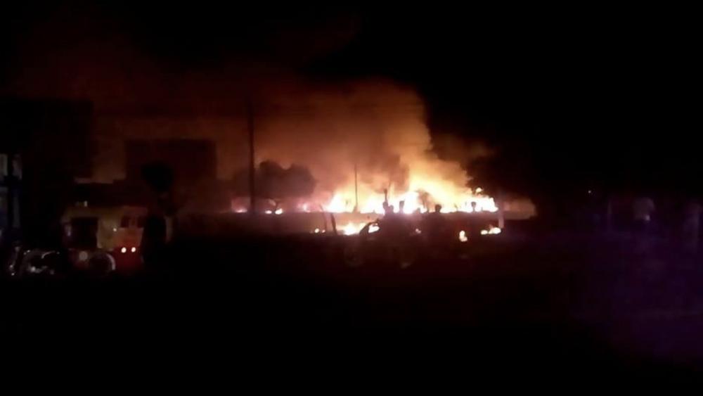 Terror en Xoxocotla; arde tianguis y deja muertos y heridos