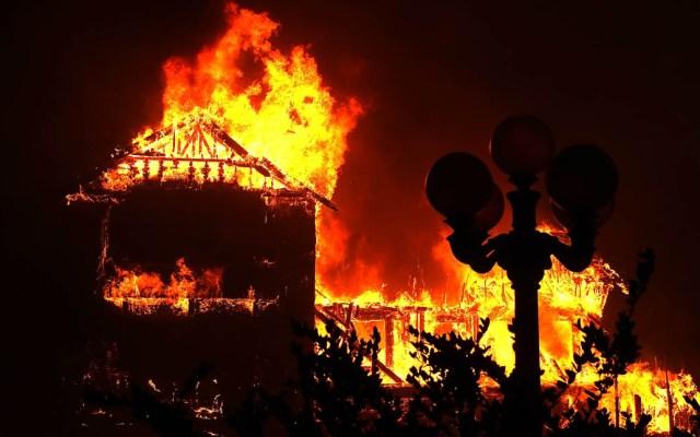 Funcionario de EE.UU. culpa a ambientalistas por incendios en California - El Camp Fire suma 77 muertos, de los cuales 67 ya han sido identificados. Foto de AFP / Getty Images