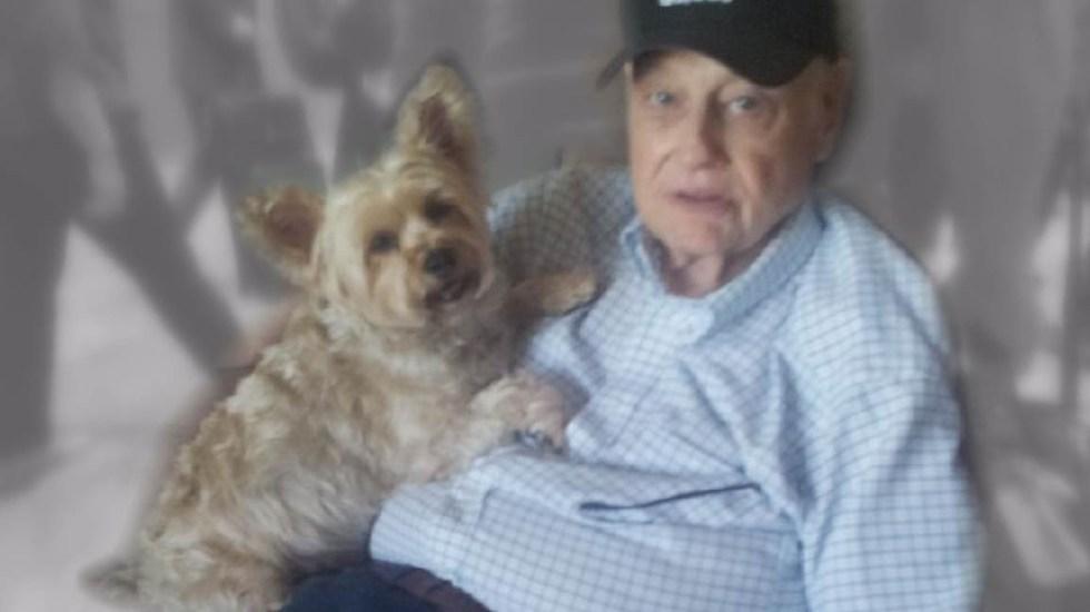 Intenta deshacerse de su padre con Alzheimer mandándolo de viaje - Jerry Ellingsen y su perro Corky. Foto de Internet