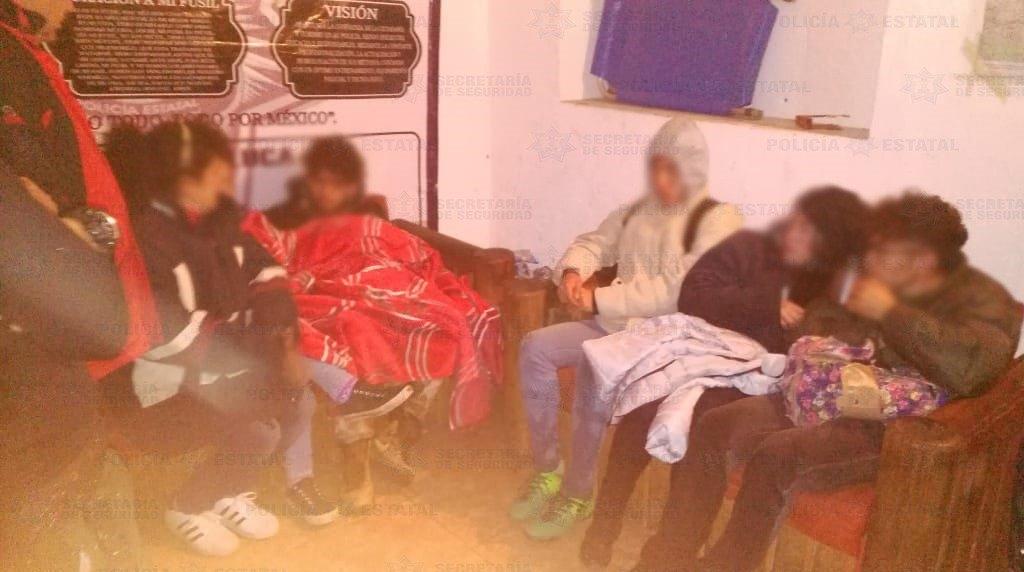 Policías alpinistas rescatan a tres jóvenes en el Nevado de Toluca. Noticias en tiempo real