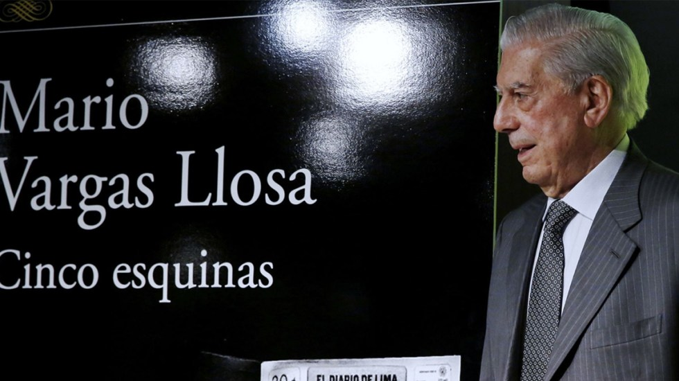 Eligen 'Cinco esquinas' de Vargas Llosa como uno de los mejores 100 libros del año - Foto de Lucidez Perú