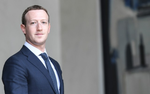 Zuckerberg dice que no está pensando en dimitir - Foto de AFP