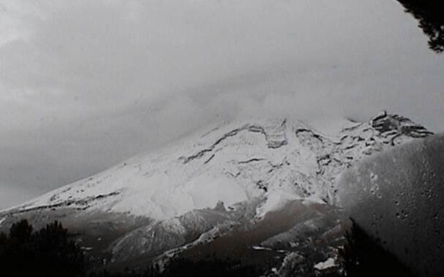 El volcán Popocatépetl amaneció nevado - Foto de CENAPRED