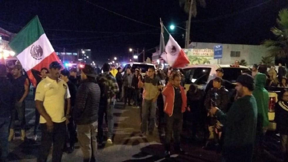 #Video Vecinos protestan contra migrantes en Tijuana - Protesta de vecinos de Tijuana contra migrantes. Foto de @LARSAVISIONTV