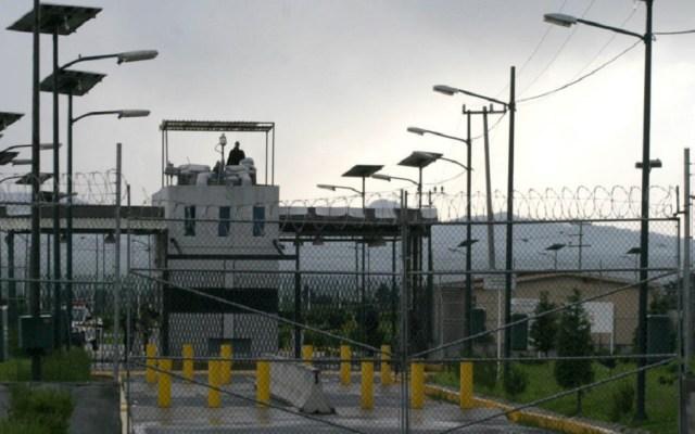 Exdirector del Altiplano obtiene amparo para quedar en libertad - Puerta de entrada al penal del Altiplano. Foto de Cuartoscuro