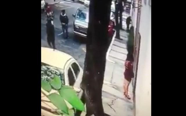 #Video Mujer sirve como señuelo para robo a casa habitación