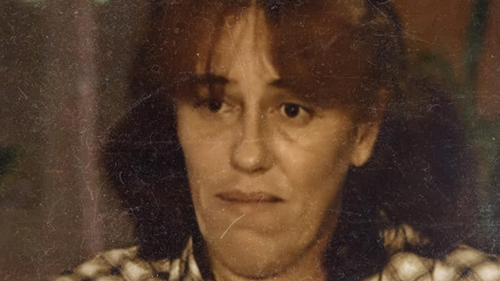 Mujer mantuvo cautiva durante dos años a su hija dentro de la cajuela - Rosa Maria da Cruz, madre que encerró a su hija durante dos años en la cajuela de su auto. Foto de TF1-Vincent Winter-FranceInfo